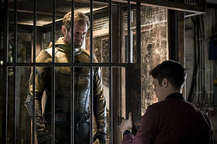 """The Flash -- """" Flashpoint"""" -- Image: FLA301b_0144b.jpg -- Pictured (L-R): Matthew Letscher as Eobard Thawne and Grant Gustin as Barry Allen -- Photo: Katie Yu/The CW -- © 2016 The CW Network, LLC. All rights reserved."""
