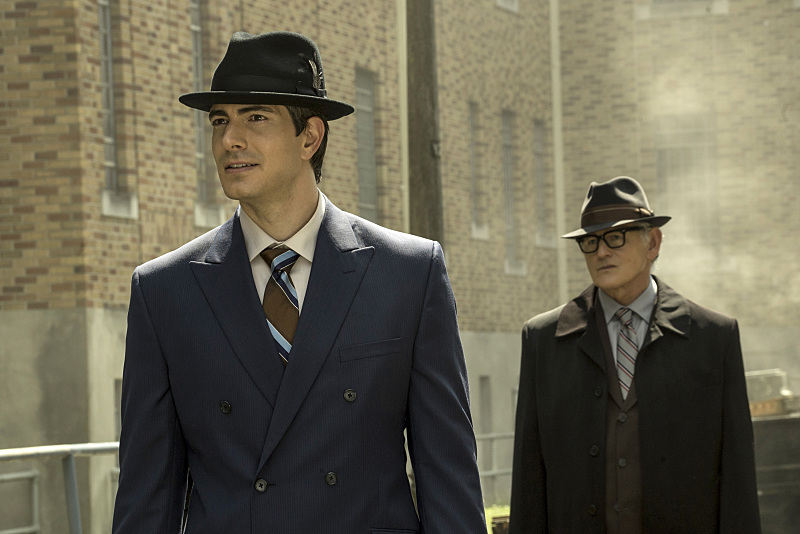 "DC's Legends of Tomorrow --""The Justice Society of America""-- Image LGN202a_0058.jpg -- Pictured (L-R): Brandon Routh as Ray Palmer/Atom and Victor Garber as Professor Martin Stein -- Photo: Katie Yu/The CW -- © 2016 The CW Network, LLC. All Rights Reserved."
