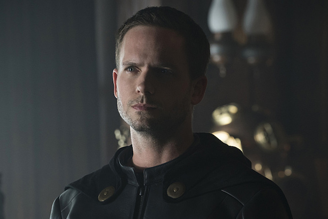 "DC's Legends of Tomorrow --""The Justice Society of America""-- Image LGN202b_0184.jpg -- Pictured: (L-R): Patrick J. Adams as Hourman -- Photo: Katie Yu/The CW -- © 2016 The CW Network, LLC. All Rights Reserved."