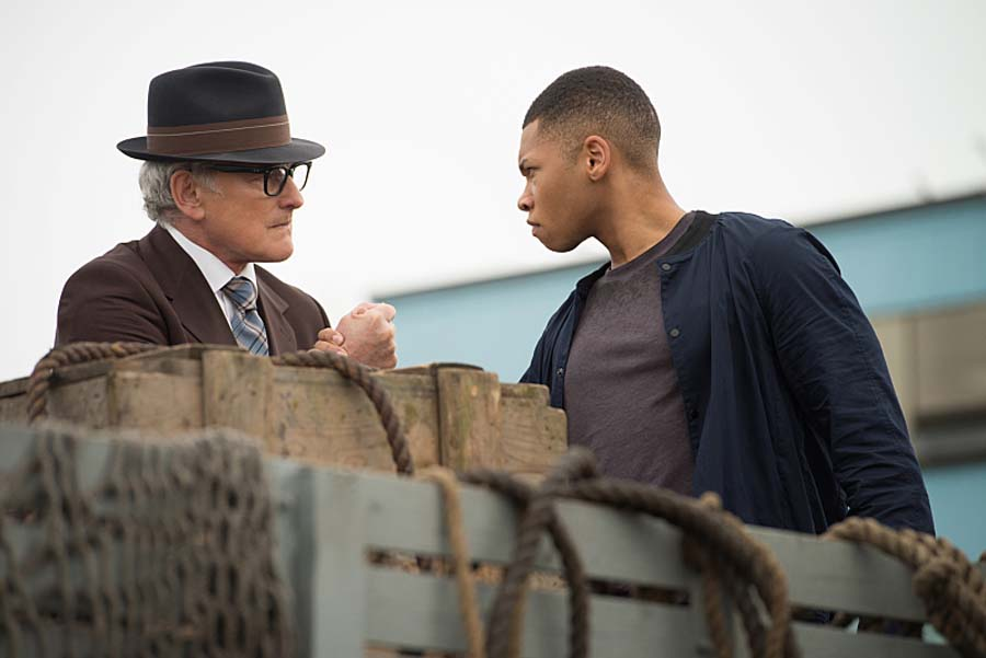 """DC's Legends of Tomorrow -- """"Out of Time""""-- Image LGN201A_0091.jpg Pictured (L-R): Victor Garber as Professor Martin Stein and Franz Drameh as Jefferson """"Jax"""" Jackson -- Photo: Diyah Pera/The CW -- Ì?å© 2016 The CW Network, LLC. All Rights Reserved."""