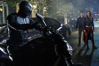 supergirl-season-2-episode-6-photos-changing-04