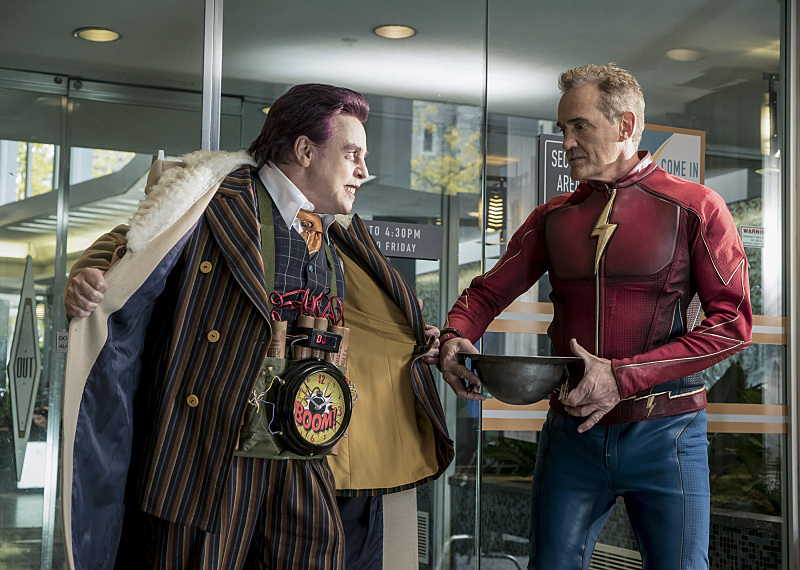 "The Flash -- ""The Present"" -- Image FLA309a_0069b.jpg -- Pictured (L-R) Mark Hamil as James Jesse and John Wesley Shipp as Jay Garrick -- Photo: Katie Yu/The CW -- © 2016 The CW Network, LLC. All rights reserved."