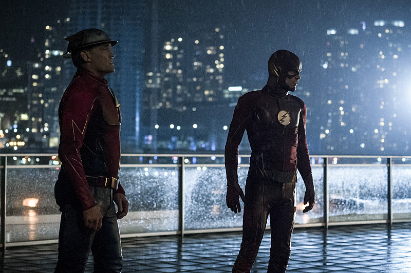 "The Flash -- ""The Present"" -- Image FLA309a_0325b.jpg -- Pictured (L-R): John Wesley Shipp as Jay Garrick and Grant Gustin as The Flash -- Photo: Katie Yu/The CW -- © 2016 The CW Network, LLC. All rights reserved."