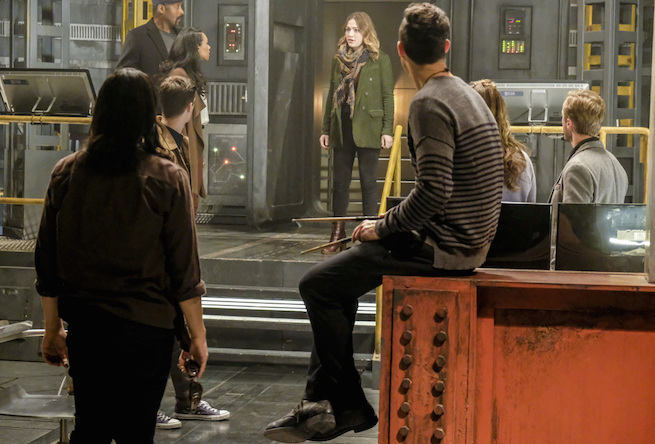 "The Flash -- ""The Wrath of Savitar"" -- FLA315a_0170b.jpg -- Pictured (L-R): Carlos Valdes as Cisco Ramon, Grant Gustin as Barry Allen, Candice Patton as Iris West, Jesse L. Martin as Detective Joe West, Violett Beane as Jesse Quick, Tom Cavanagh as Harrison Wells, Danielle Panabaker as Caitlin Snow and Tom Felton as Julian Albert -- Photo: Bettina Strauss/The CW -- © 2017 The CW Network, LLC. All rights reserved."