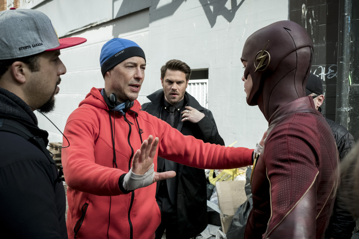 """The Flash -- """"The Once and Future Flash"""" -- FLA319a_BTS_0159b.jpg -- Pictured (L-R): Behind the scenes with Tom Cavanagh and Grant Gustin as The Flash -- Photo: Katie Yu/The CW -- © 2017 The CW Network, LLC. All rights reserved."""