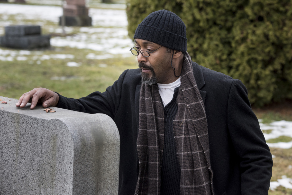 """The Flash -- """"The Once and Future Flash"""" -- FLA319b_0007b.jpg -- Pictured: Jesse L. Martin as Detective Joe West -- Photo: Dean Buscher/The CW -- © 2017 The CW Network, LLC. All rights reserved."""