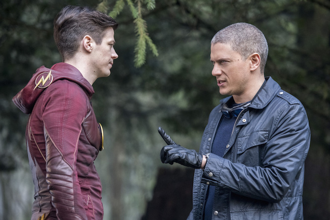 """The Flash -- """"Infantino Street"""" -- FLA322b_0206b.jpg -- Pictured (L-R): Grant Gustin as Barry Allen and Wentworth Miller as Leonard Snart/Captain Cold -- Photo: Dean Buscher /The CW -- © 2017 The CW Network, LLC. All rights reserved."""