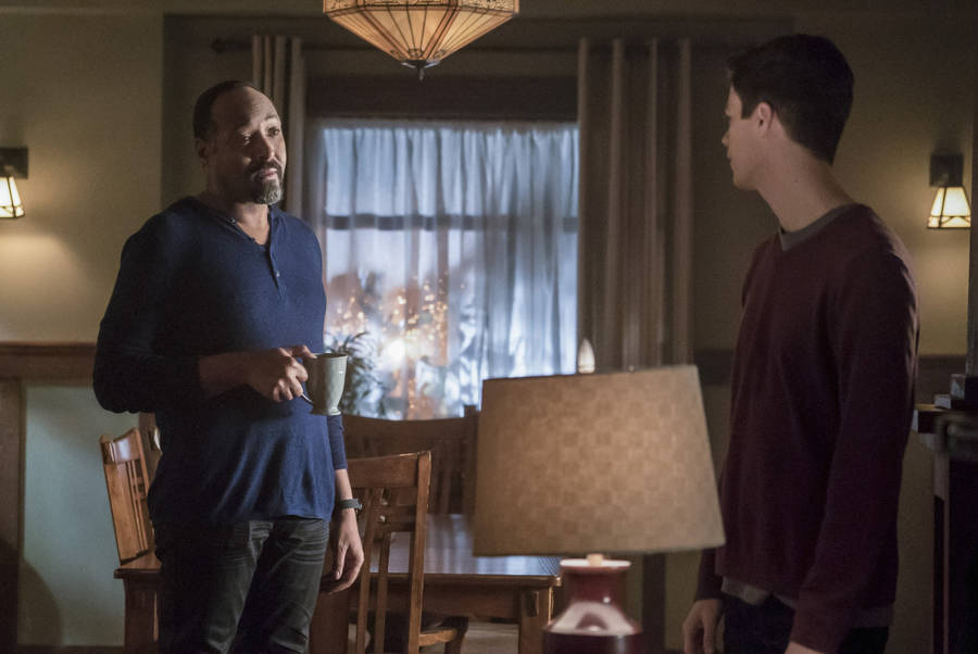 """The Flash -- """"Finish Line"""" -- FLA323b_0005b.jpg -- Pictured (L-R): Jesse L. Martin as Detective Joe West and Grant Gustin as Barry Allen -- Photo: Katie Yu /The CW -- © 2017 The CW Network, LLC. All rights reserved."""