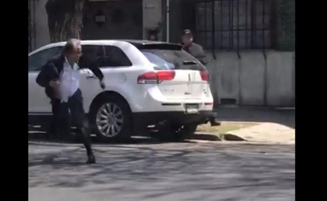 Hombre corre para salvarse de un asalto... y de un balazo