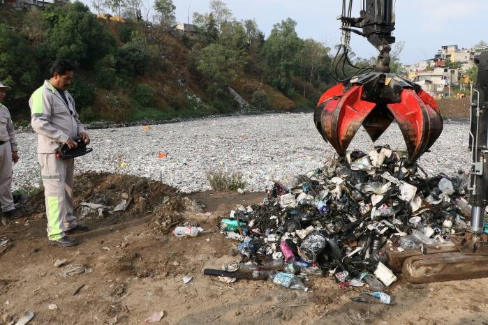 Jefe de Gobierno de la CDMX acude a limpiar presa Becerra