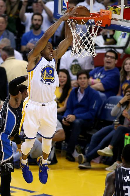 Golden State Warriors forward Andre Iguodala (9) dunks in the second half as the Orlando Magic face the Golden State Warriors at Oracle Arena in Oakland, Calif., on Thursday, March 16, 2017.