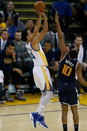 Golden State Warriors guard Shaun Livingston (34) scores in the first half as the Utah Jazz face the Golden State Warriors at Oracle Arena in Oakland, Calif., on Monday, April 10, 2017.