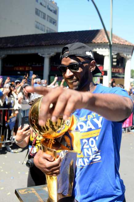 Warriors G Ian Clark (21) holds the 2017 NBA Championship Trophy at the Golden State Warriors championship parade in Oakland, Calif. on Thursday, Jun. 15, 2017.