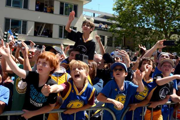 Warriors fans scream as members of the team make their way through the parade at the Golden State Warriors championship parade in Oakland, Calif. on Thursday, Jun. 15, 2017.