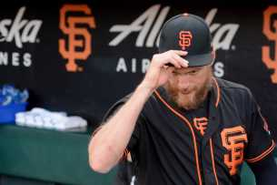 San Francisco Giants outfielder Hunter Pence (8) tips his cap before exiting the Giants bullpen before the game as the Miami Marlins face the San Francisco Giants at AT&T Park on Friday, July 8, 2017.