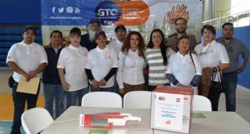 """Entregan kits a comerciantes a través del Programa """"Mi Plaza"""""""