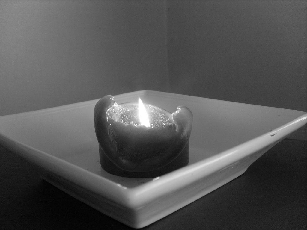 https://i2.wp.com/s3-us-west-2.amazonaws.com/cdn.gananci.com/wp-content/uploads/2015/02/23012621/foto-en-blanco-y-negro-de-una-vela-encendida-consumiendose-en-un-plato11.jpg