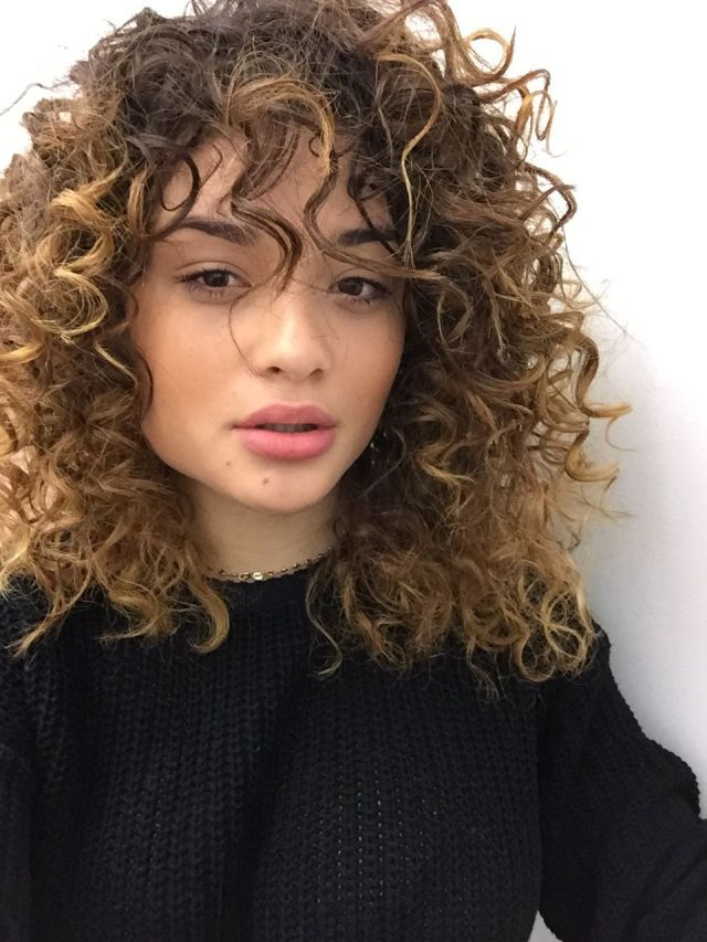 50 cute & trendy curly hairstyles with bangs in 2018