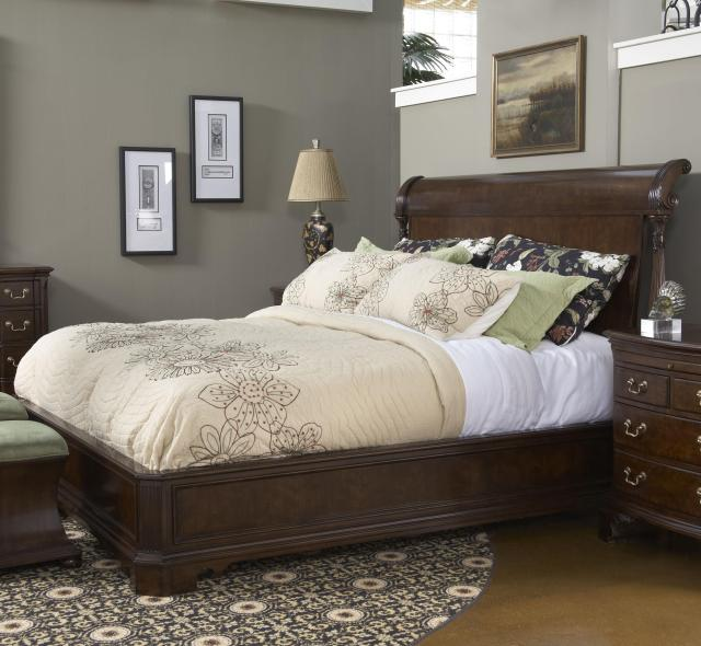 Queen Size Charleston Platform Panel Bed with Rounded Headboard by