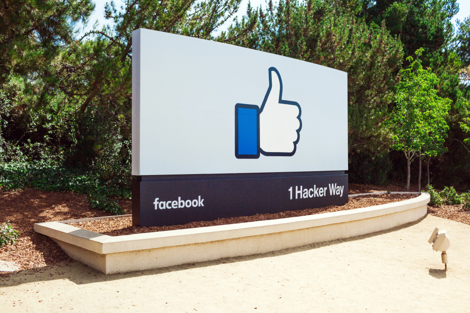 """Facebook (FB) Has Investors Hitting The """"Like"""" Button"""