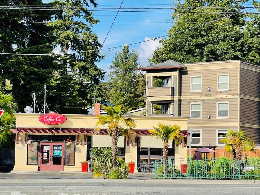 restaurant and apartment building in Shoreline, WA