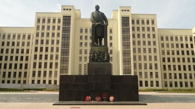 Lenin statue independence square minsk