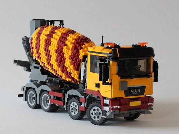 MAN TGS 8 x 4 in scale 1:25 (Model Team)