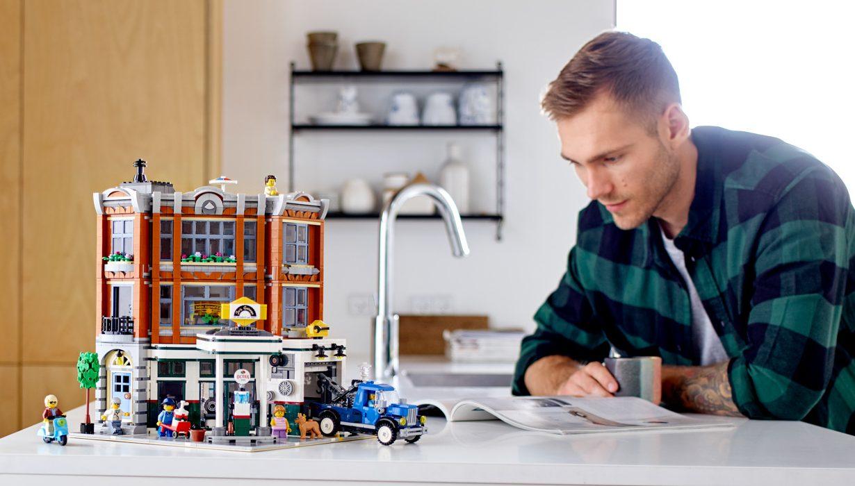 LEGO-Creator-Expert-10264-Corner-Garage-