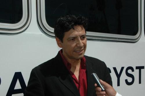 El actor Raymond Cruz es entrevistado por El Pasajero. (Foto José Ubaldo/El Pasajero)