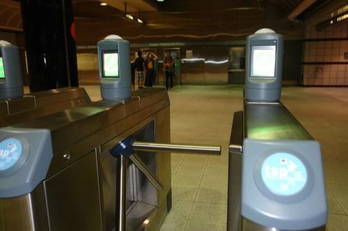 Torniquetes en la estación Normandie de la Línea Morada del Metro. (Foto Luis Inzunza/El Pasajero)