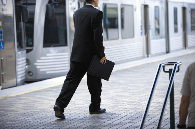Un usuario de Metro Rail - Fotografía de Peter Watkinson tomada en agosto del 2008