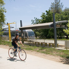 Se planea construir una vía para ciclistas y otra para peatones. Foto: Metro.