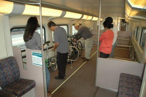 Interior de los vagones de Metrolink en donde podrán viajar hasta 20 bicicletas. (Foto José Ubaldo/El pasajero).