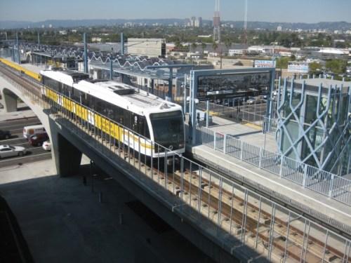 Estación aérea La Ciénega/Jefferson de la Línea Expo que pronto comenzará a dar servicio al público.