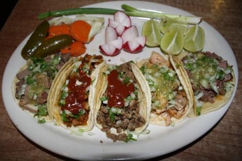 Una orden de deliciosos tacos de El Tacazo. (Foto Agustín Durán/El Pasajero).