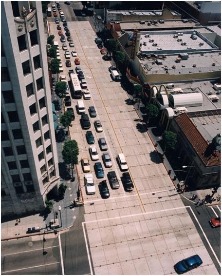 Plancha de concreto sobre Hollywood Blvd., en la intersección de Hollywood y Highland, durante la construcción de la Línea Roja en la década de los 90. Foto: Metro.