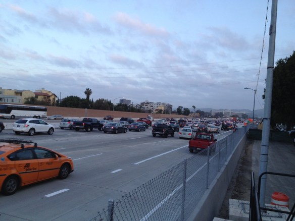 Aspecto de la autopista 405  a las 6 a.m. Foto: José Ubaldo/Metro.