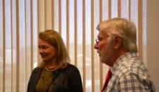 Lenita Toivakka y el director general ejecutivo de Metro,Art Leahy.