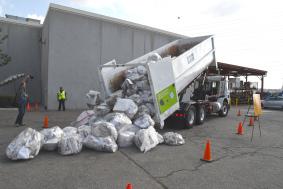 Se arrojaron 4,800 libras de papel reciclable.