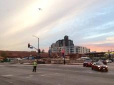 La esquina de First y Alameda, antes de ser demolida para el Conector Regional.