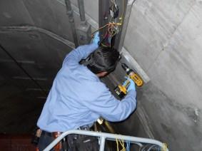 Metro worker relamping2