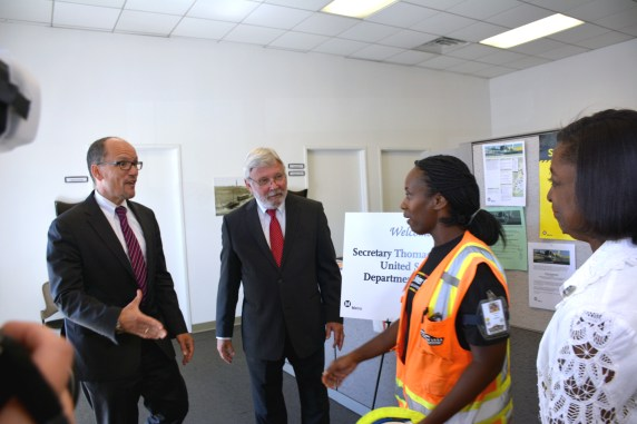 WSCC laborer worker LeDaya Epps welcome U.S. Labor Secretary Thomas Perez as Metro CEO Art Leahy witnesses. (Photo Luis Inzunza/Metro).