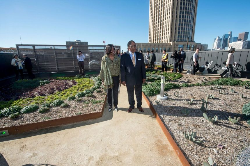 Metro Board Chair Mark Ridley-Thomas and Director Jacquelyn Dupont-Walker tour the rooftop garden. Photo by Gary Leonard for Metro.