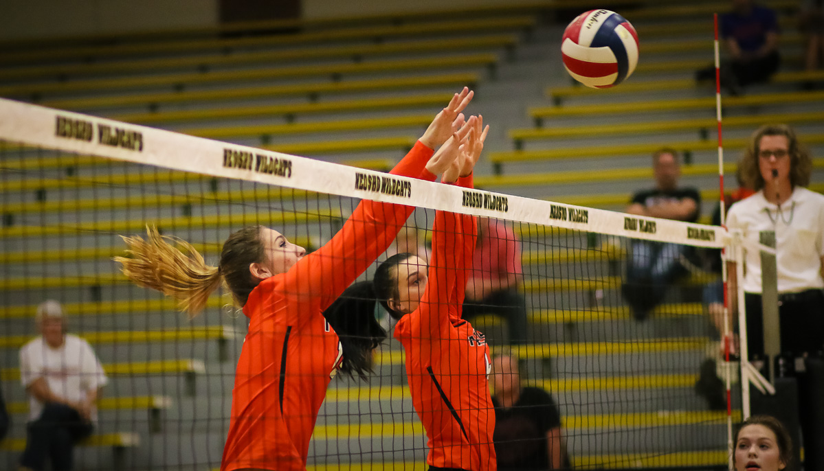 Republic Volleyball Sweeps Neosho