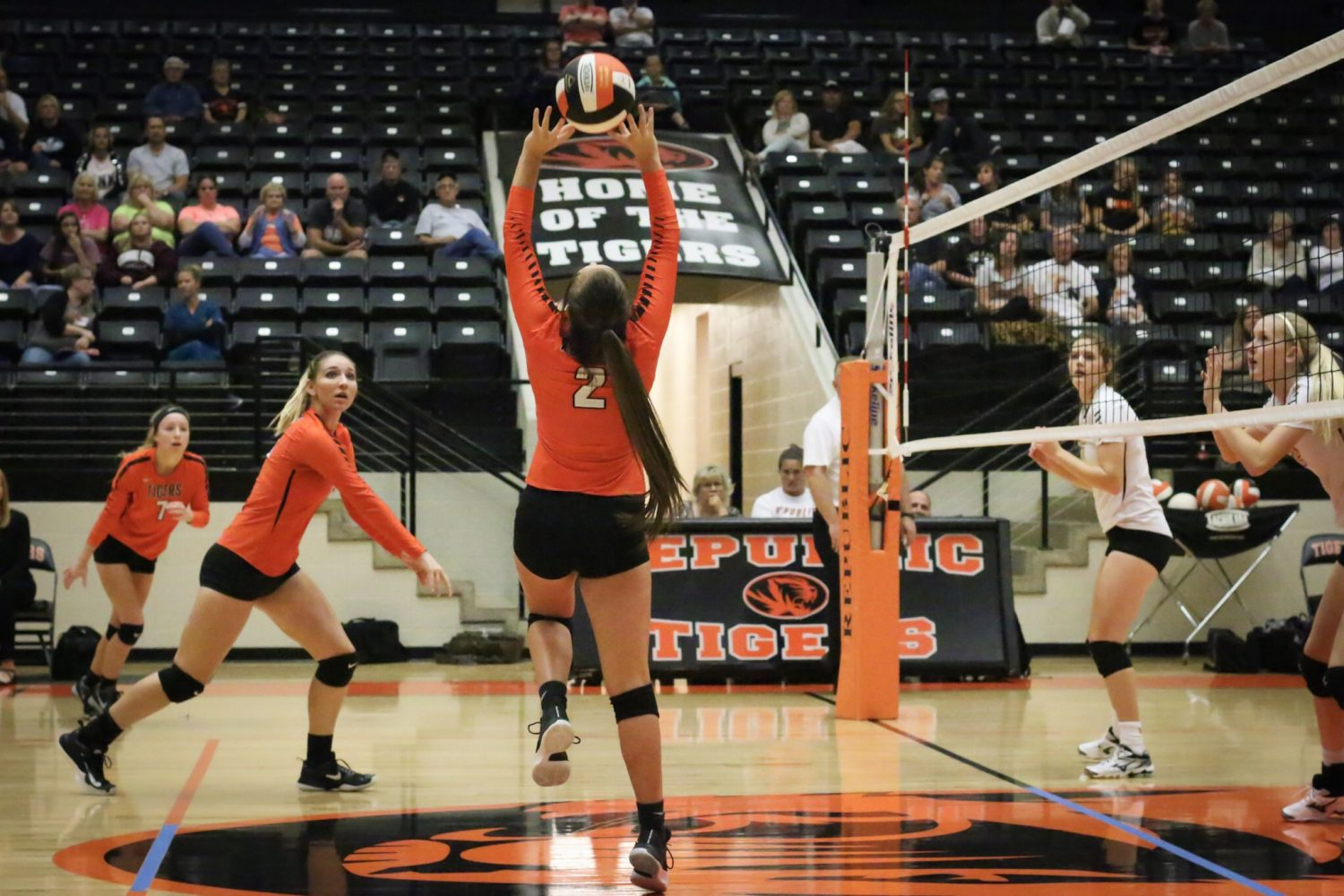 Volleyball Lady Tigers Edge Central