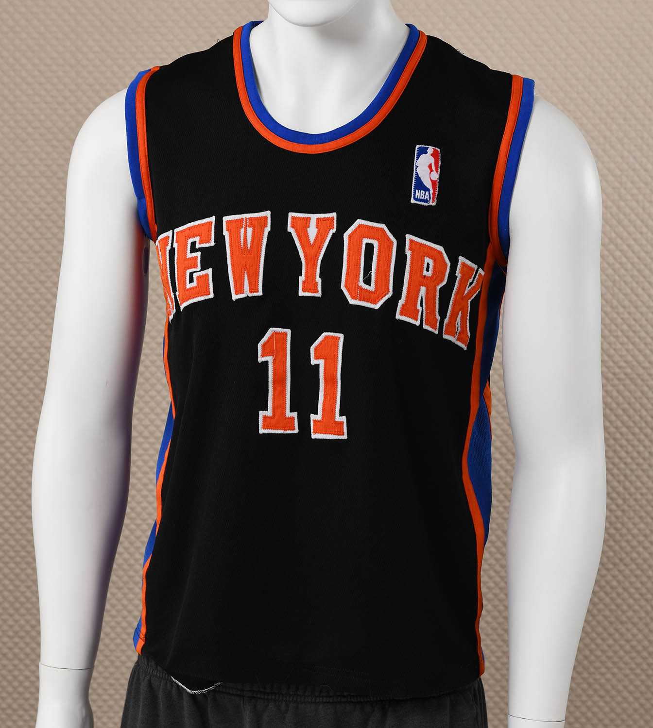 6f5a72eee New York Knicks Basketball Jersey - SportsHistoryCollectibles.com