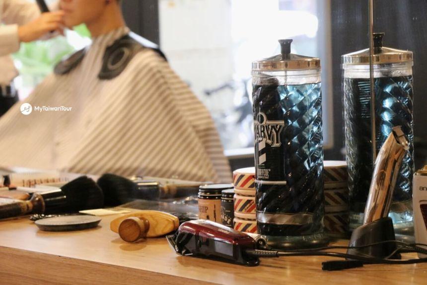 mytaiwantour_taiwan scene_hualien british barber tools.JPG
