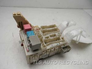 2007 Toyota Yaris fuse box  8273052800