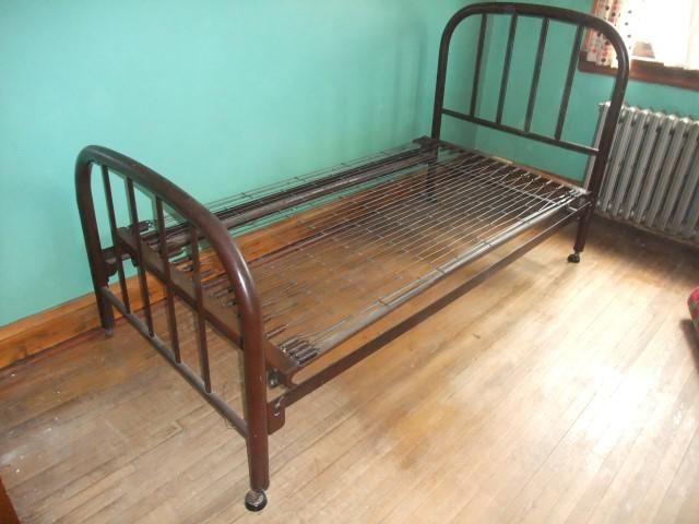 SOLDVintageAntique Metal Simmons Single Bed Frame