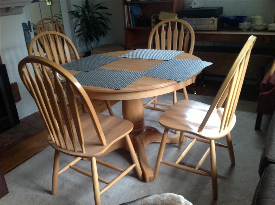 Solid Oak Dining Room Table And Chairs Victoria City, Victoria